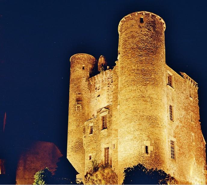 Coupiac le château nuit